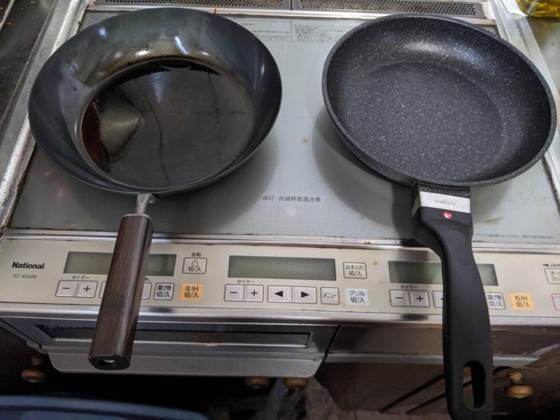 鉄のフライパン(左)とルールの健康フライパン(右)